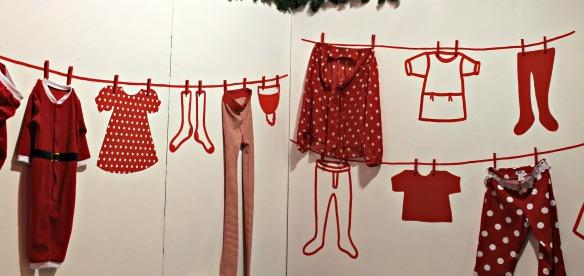 I vestiti sulla parete
