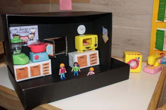 La casa delle bambole con la scatole delle scarpe