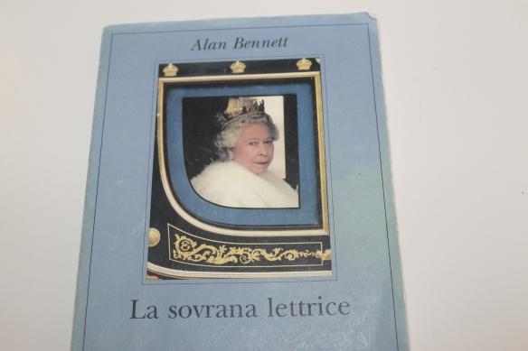Recensione del libro La sovrana lettrice di Alan Bennett edizioni Adelphi